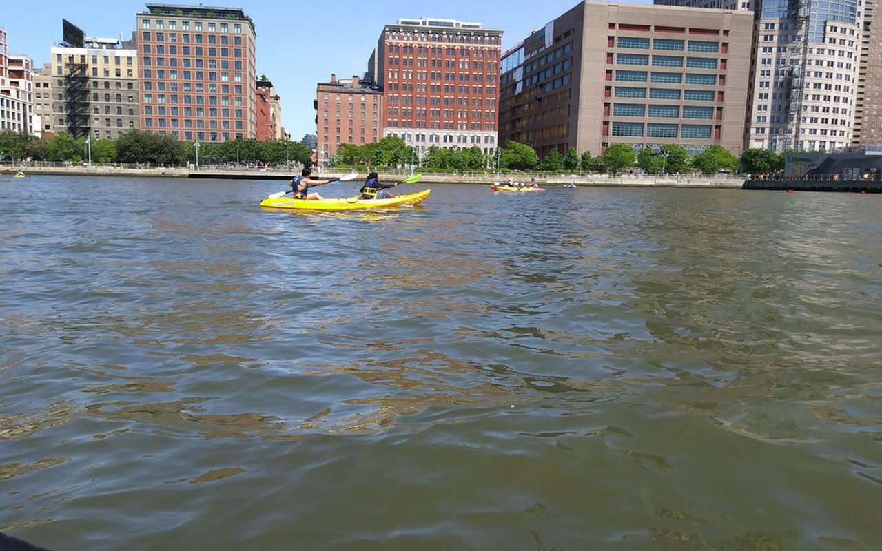 AWAYN IMAGE Kayaking on the Hudson River (Downtown Boathouse)