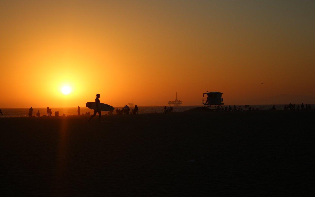 AWAYN IMAGE Surfing in Huntington Beach