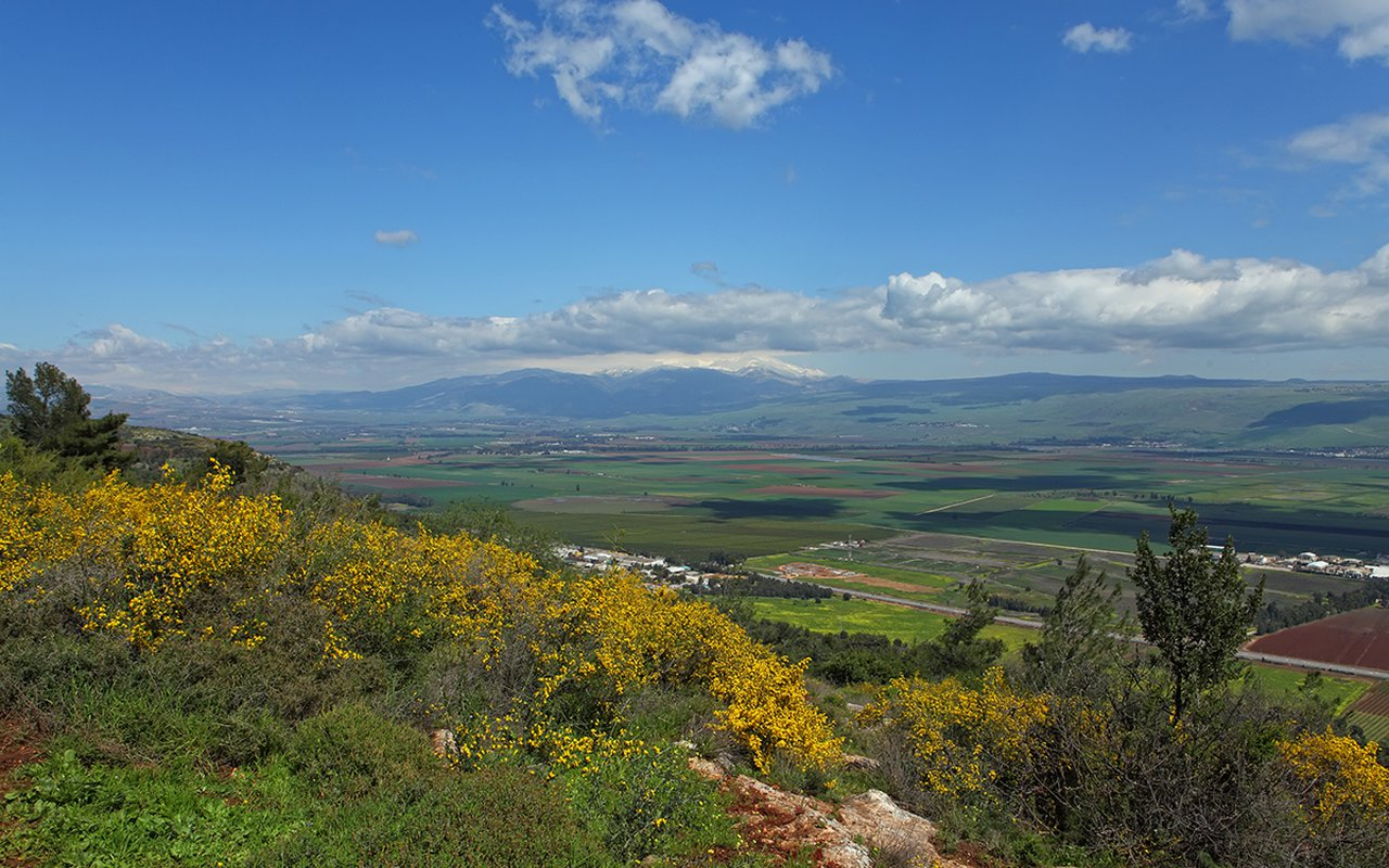 AWAYN IMAGE Hike the majestic Golan Heights