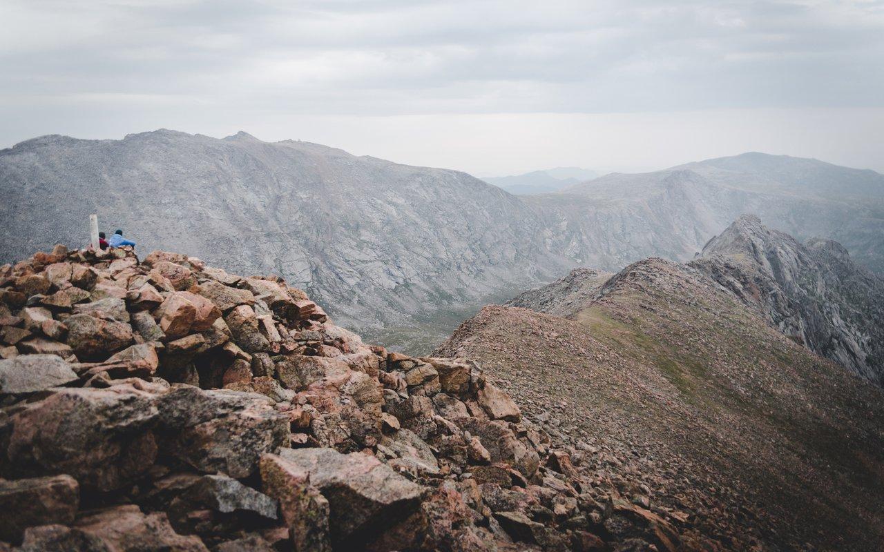 AWAYN IMAGE Hiking Mount Bierstadt