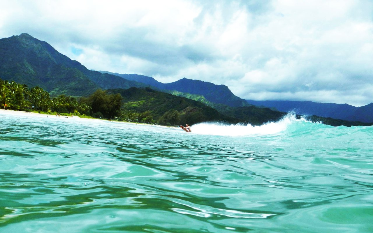 AWAYN IMAGE Surfing in Hanalei Bay