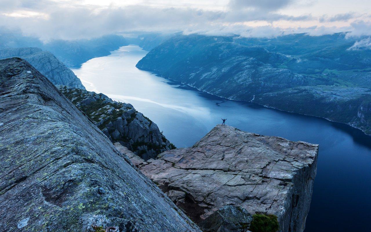 AWAYN IMAGE Hike to Preikestolen