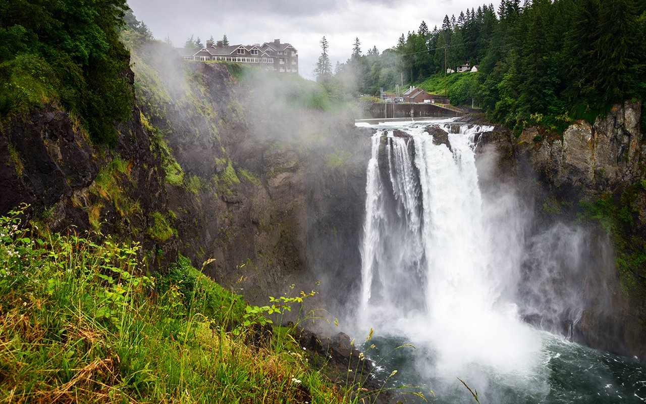 AWAYN IMAGE Photographer session in Snoqualmie falls