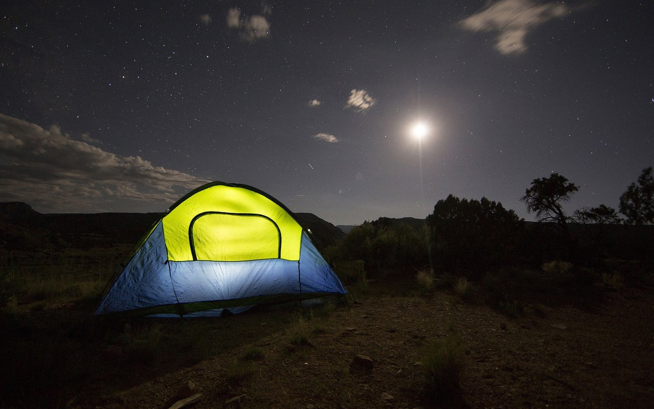 AWAYN IMAGE Camping catching starts at Capitol Reef National Park