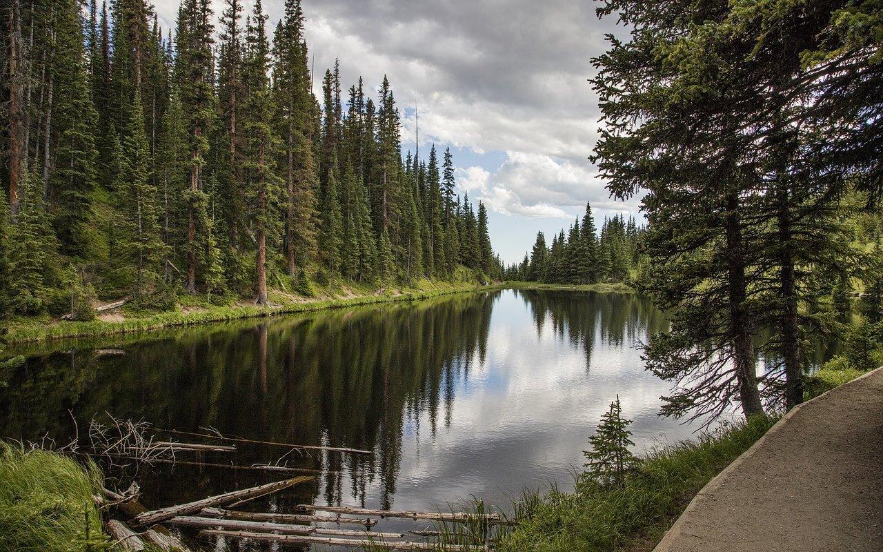 AWAYN IMAGE Lake Irene (Rocky Mountain National Park, CO)