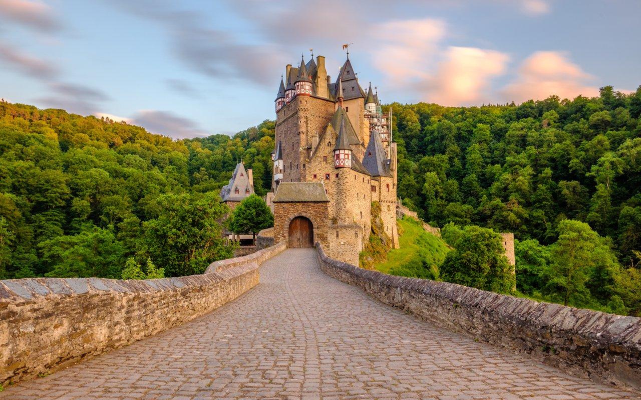 AWAYN IMAGE Burg Eltz castle