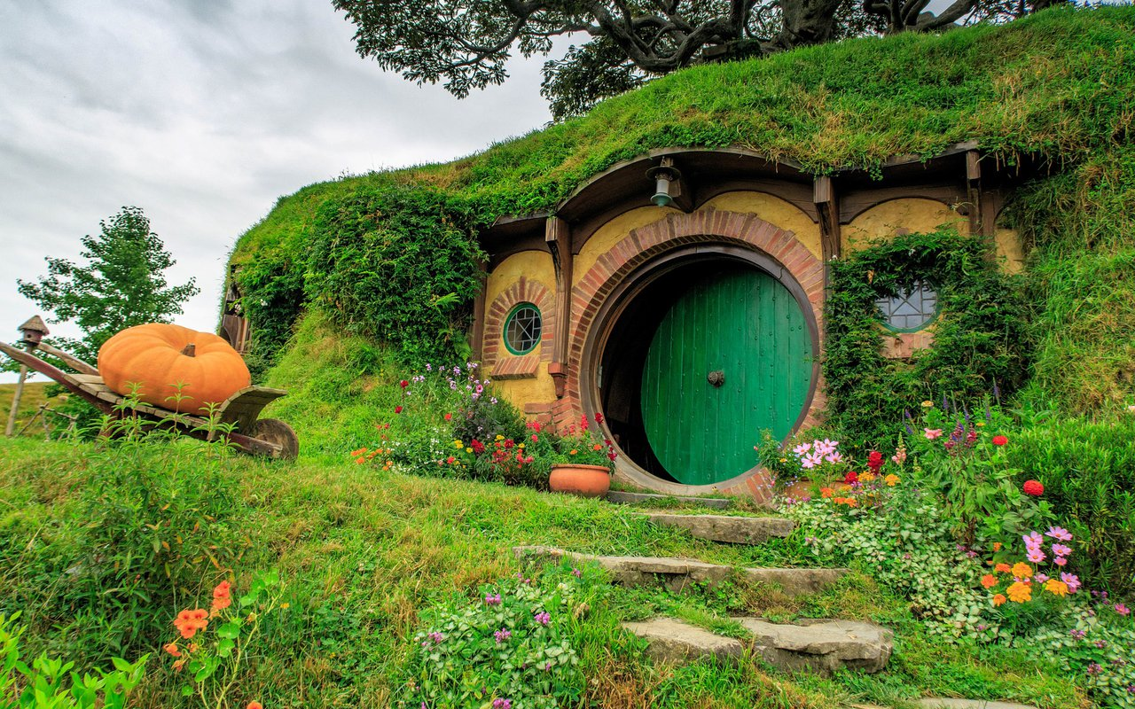 AWAYN IMAGE Stroll around Hobbiton movie set