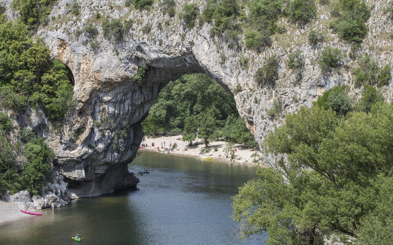 AWAYN IMAGE Kayaking down the Gorges of the Ardèche Le Pont d'Arc