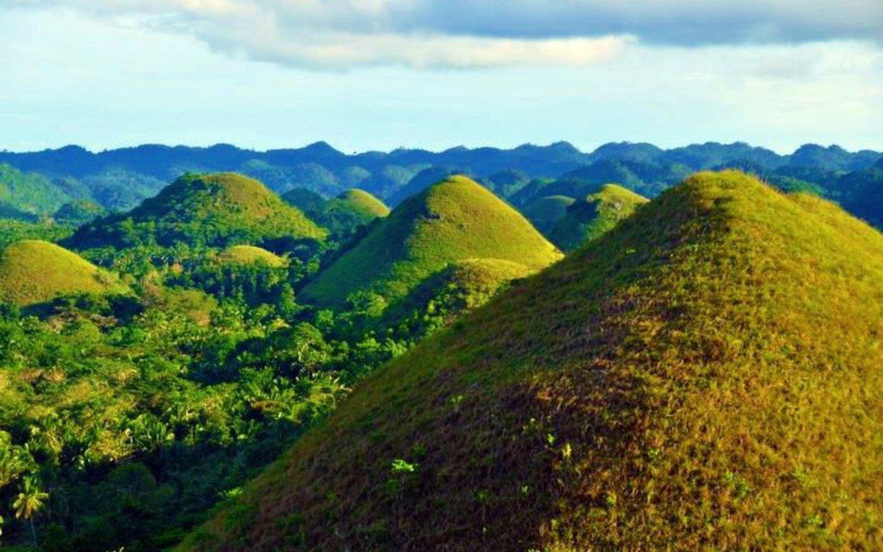 AWAYN IMAGE Visit the Chocolate Hills Bohol